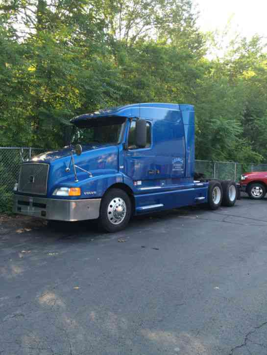 Volvo Vnl610  2002    Sleeper Semi Trucks