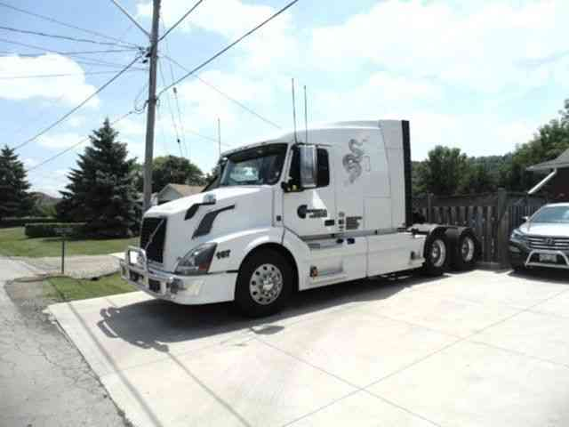 Volvo 630 2011 Sleeper Semi Trucks