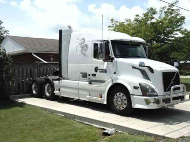 Volvo 630 (2011) : Sleeper Semi Trucks