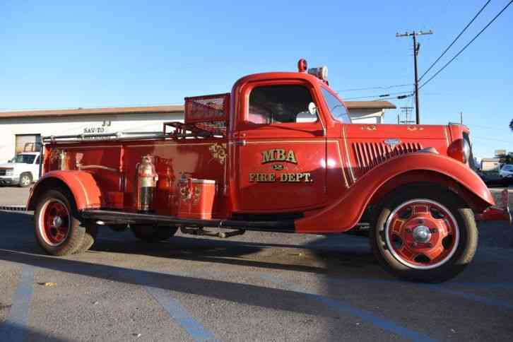Ford Fire Truck (1935)