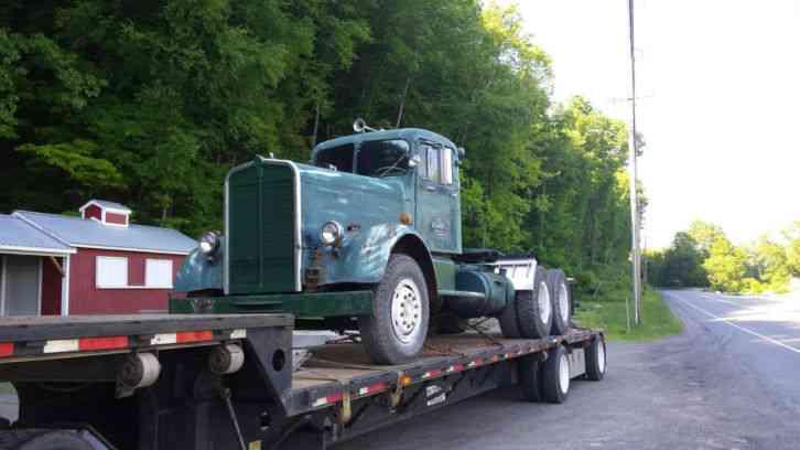 Kenworth (1950) : Daycab Semi Trucks