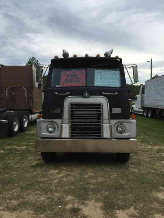 International Emeryville (1965) : Sleeper Semi Trucks