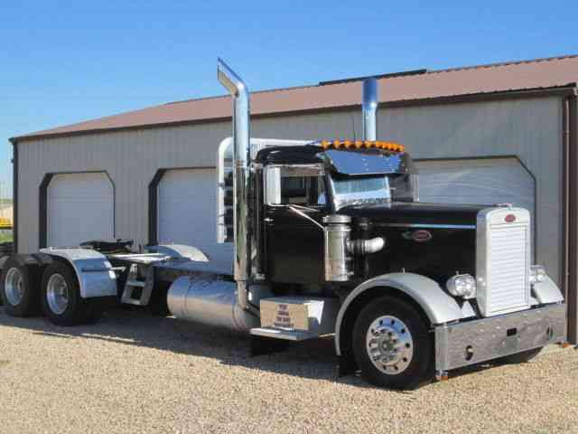 Peterbilt 351 Narrow Nose 1965 Daycab Semi Trucks