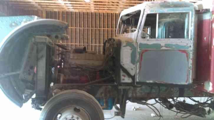 International Trucks For Sale >> Peterbilt (1971) : Sleeper Semi Trucks