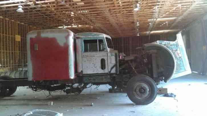 Peterbilt 1971 Sleeper Semi Trucks