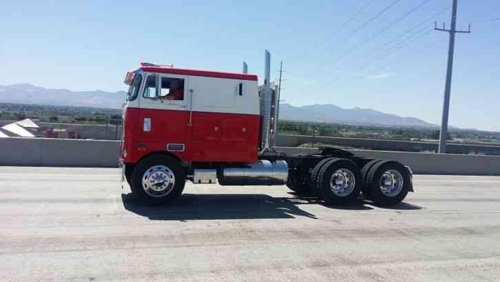 Peterbilt 352 1973 Sleeper Semi Trucks