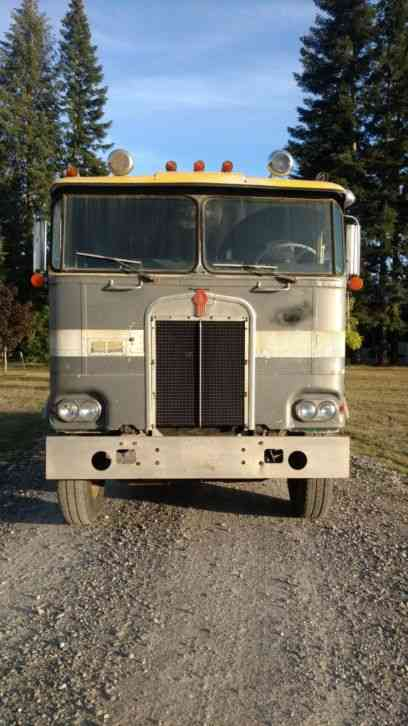 Kenworth 1974 Sleeper Semi Trucks