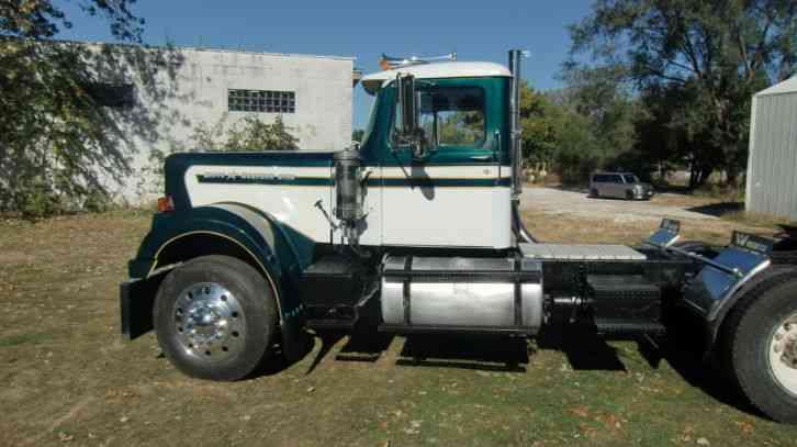 White Western Star 1975 Daycab Semi Trucks