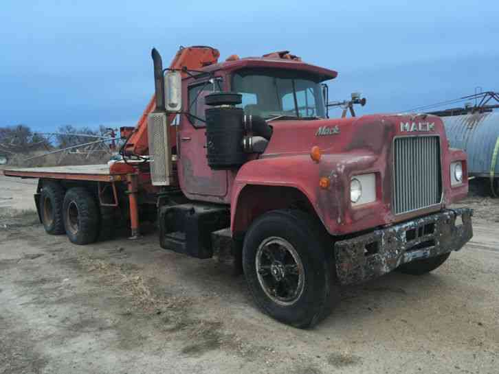 Mack R600 1976 Bucket Boom Trucks