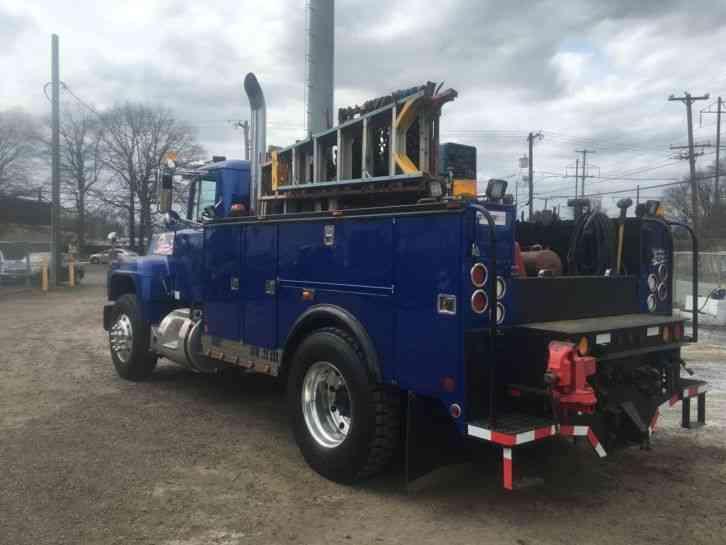 Mack R600 1977 Utility Service Trucks