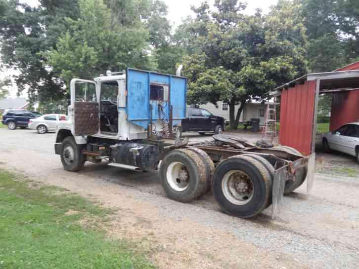 International 4300 Tractor : International daycab semi trucks