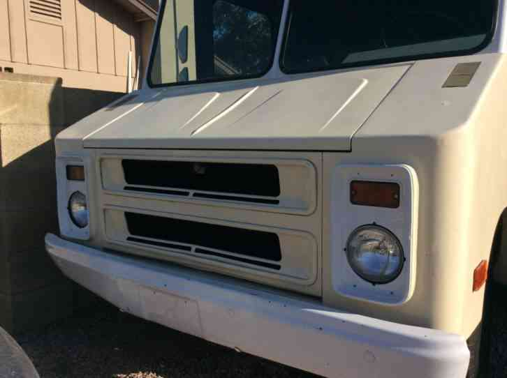 Chevrolet P30 1979 Van Box Trucks