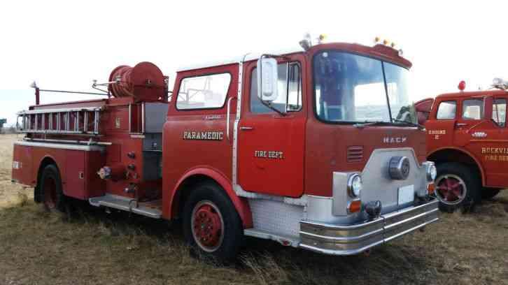 1979 Mack Tractor Truck : Mack cf  emergency fire trucks