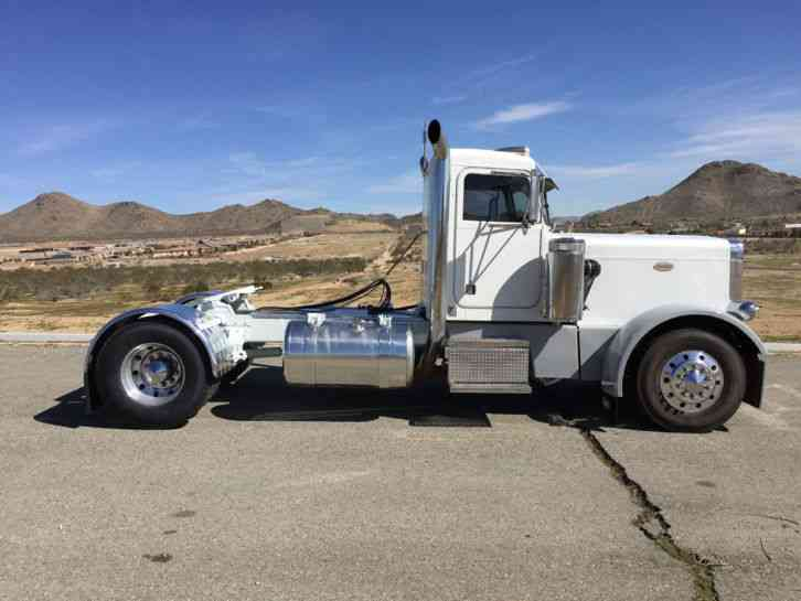 Peterbilt 359 (1980) : Daycab Semi Trucks