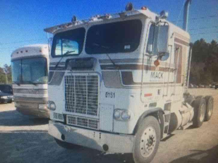 International 9370 1997 Sleeper Semi Trucks