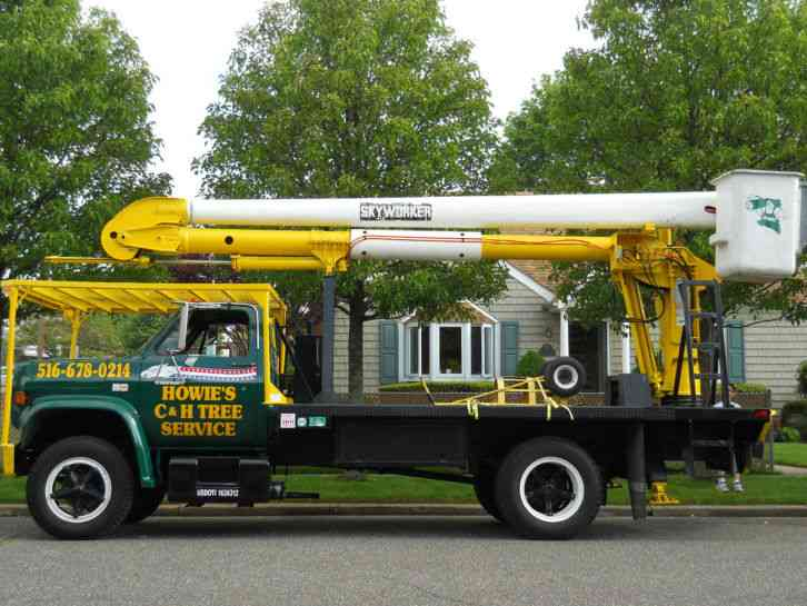 Chev Bucket Truck With Skyworker Rear Mounted Boom 1984