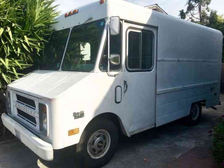 Chevrolet P20 1984 Van Box Trucks