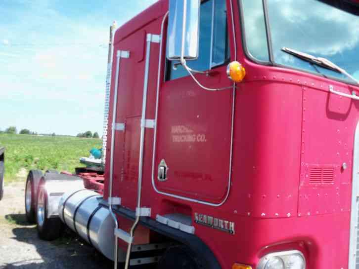 Kenworth 100e 1985 Sleeper Semi Trucks