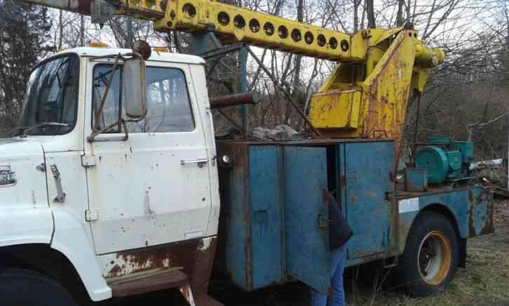 Ford F700  1985    Bucket    Boom Trucks