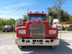 Mack 1985 Daycab Semi Trucks