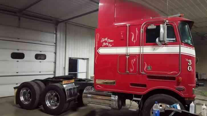 Peterbilt 362 1985 sleeper semi trucks jingletruck publicscrutiny Gallery