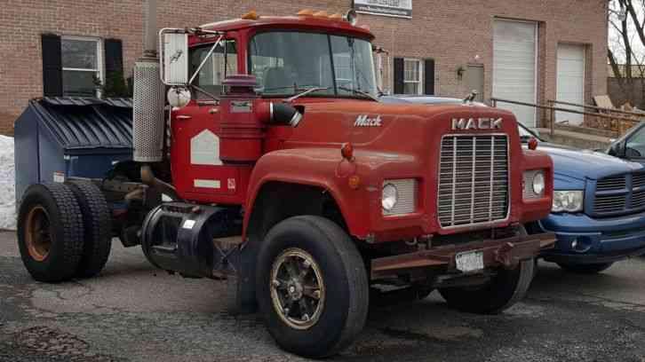 R Model Mack Show Truck : Mack r heavy duty trucks