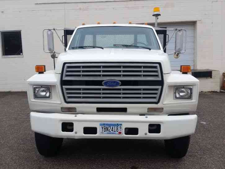 Ford F-700 (1987)