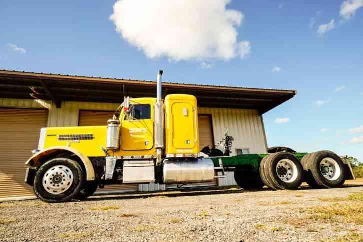 Peterbilt 379 Extended Hood (1987) : Sleeper Semi Trucks