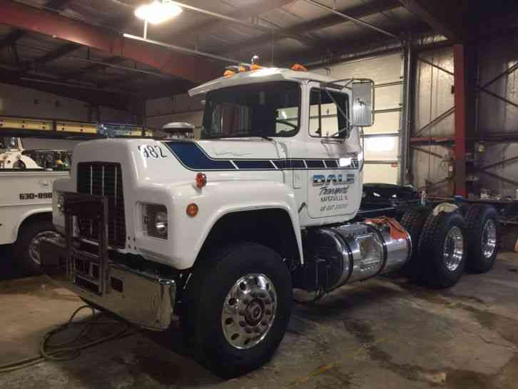 R Model Mack Show Truck : R model daycab semi trucks