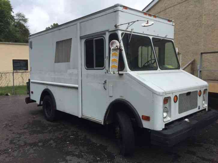 Chevrolet P30  1988    Van    Box Trucks