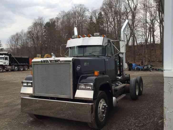 Volvo Semi Truck Parts >> Mack RW753 (1988) : Daycab Semi Trucks
