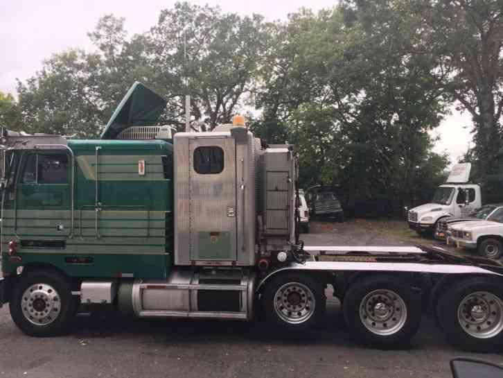 Tri Axle Cabover : Peterbilt  sleeper semi trucks