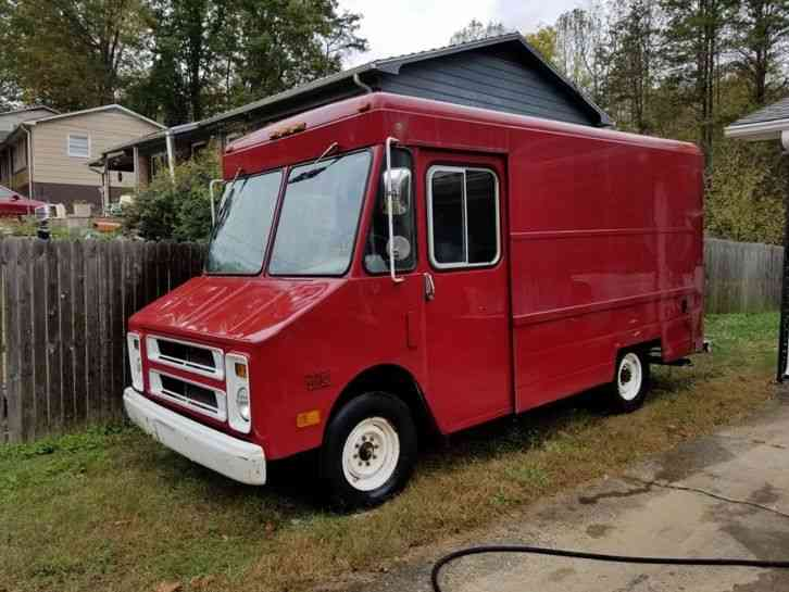 Chevrolet P30 1990 Van Box Trucks