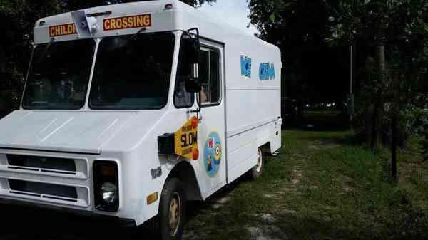 Chevrolet P30 1990 Van Box Trucks