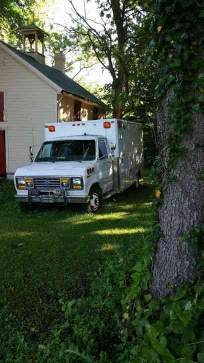 Ford E-350 Dually Ambulance E-350 (1990)