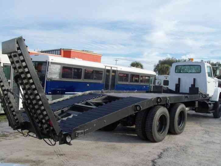 Flatbed Tow Truck >> Ford L8000 (1990) : Flatbeds & Rollbacks