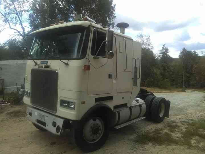 volvo white/gmc (1990) : Sleeper Semi Trucks