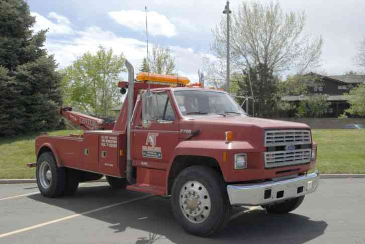 Ford F700 Tow Truck Wrecker (1991)
