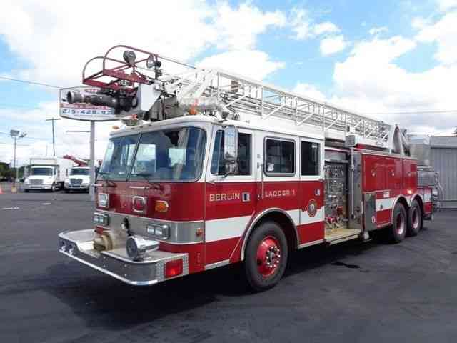 PIERCE ARROW 100' LADDER FIRE TRUCK (1991)