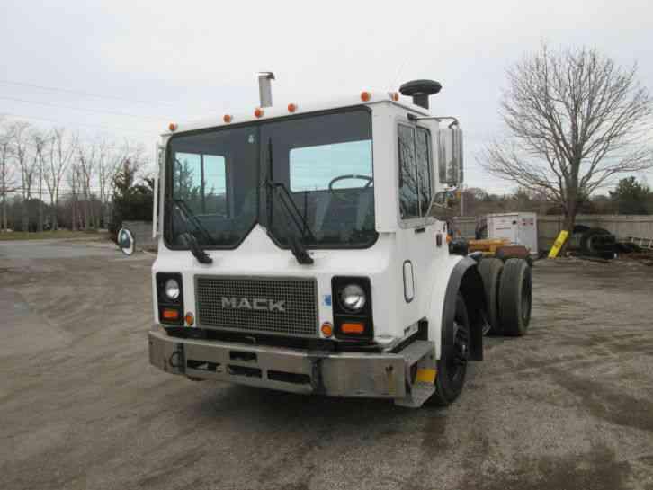 Single Axle Semi Tractors : Mack mr daycab semi trucks