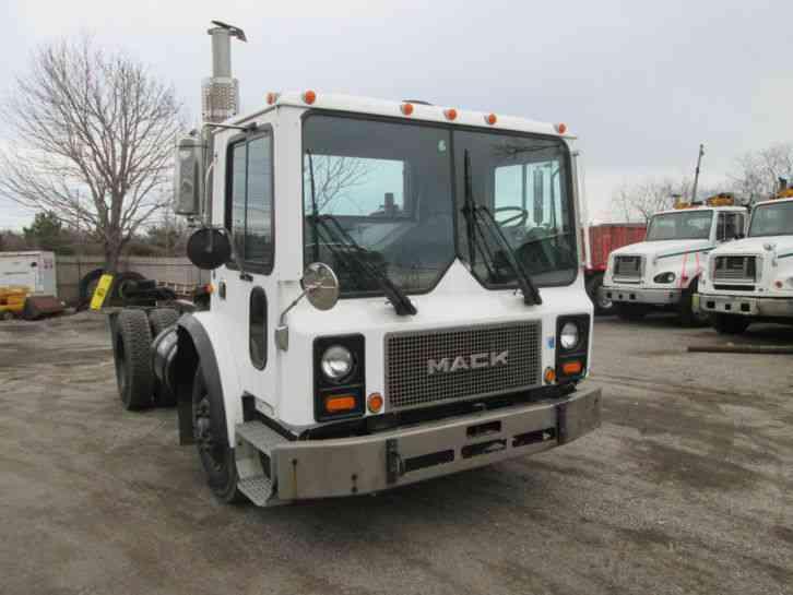 Mack MR (1993) : Daycab Semi Trucks