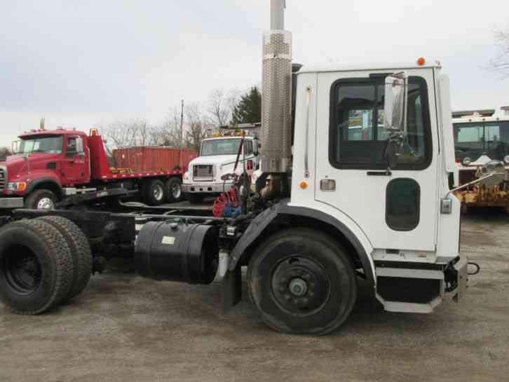 Mack MR (1993) : Daycab Semi Trucks