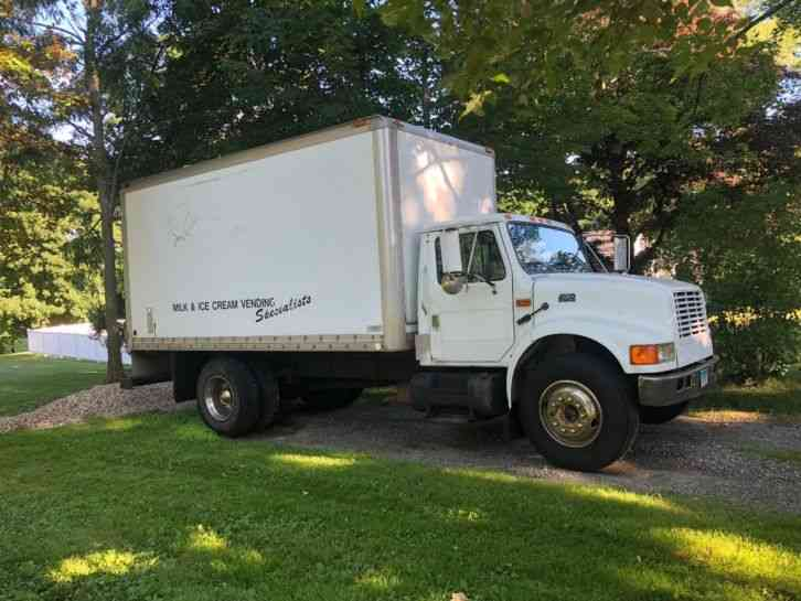 International 4900 Refrigerated (1994)