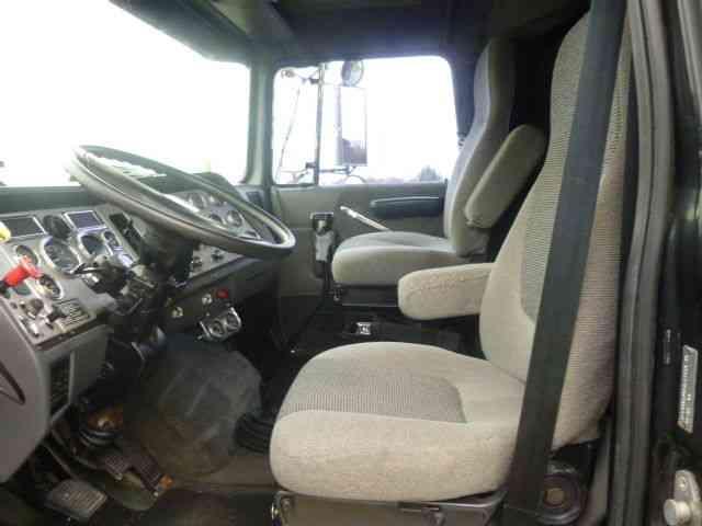 Ford Ltl 9000 1996 Sleeper Semi Trucks