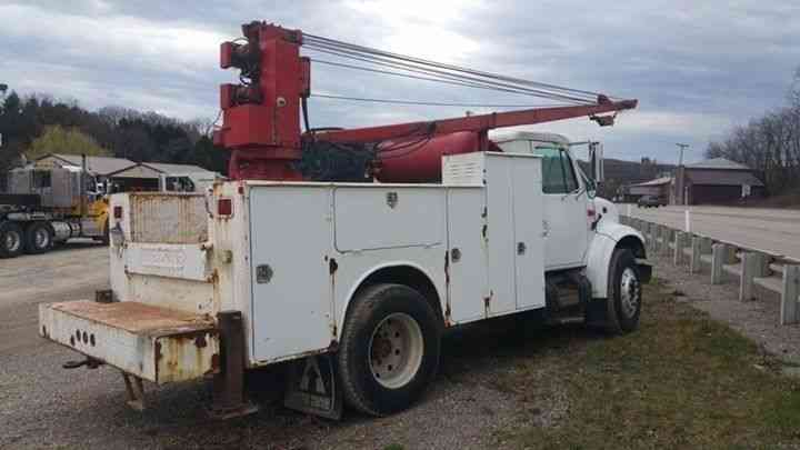 International 4700  1995    Utility    Service Trucks
