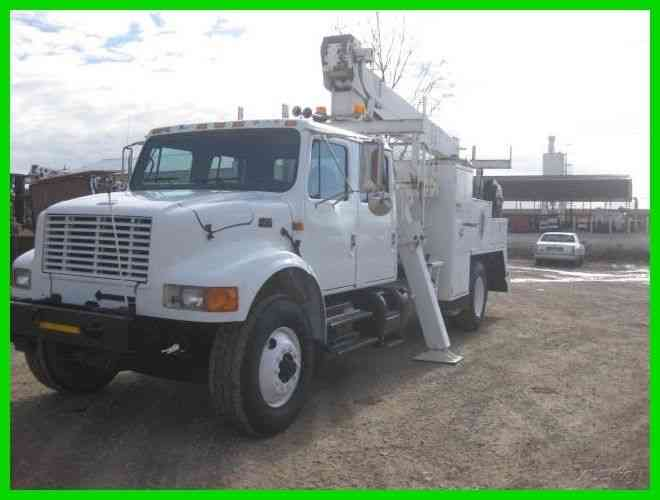 INTERNATIONAL 4900 DT466 8 SPEED LO, LO-LO WITH NATIONAL 337B CRANE (1995)
