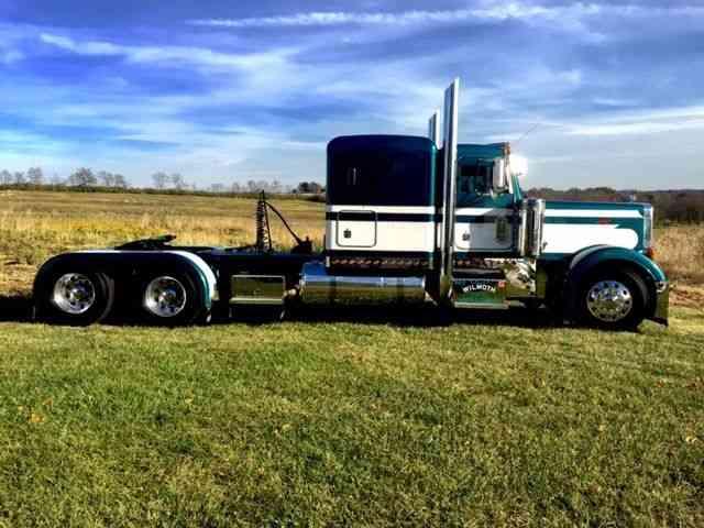 Peterbilt 379 Extended Hood 1995 Sleeper Semi Trucks