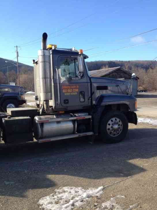 Mack (1996) : Sleeper Semi Trucks