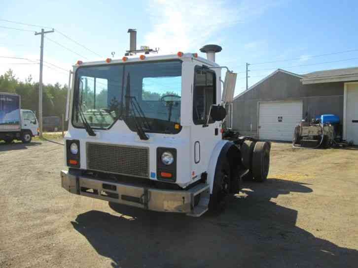 Single Axle Semi Tractors : International daycab semi trucks