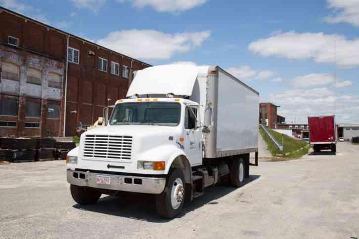 International 400SER 1997 Van Box Trucks